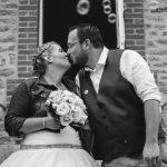 mia_dans_la_lune_mariage_AJ_ceremonie_bretagne_mariage_bisous