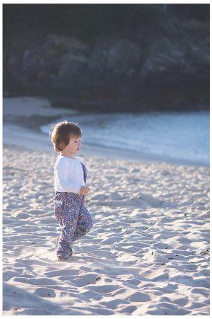 Mia dans la Lune, a la plage