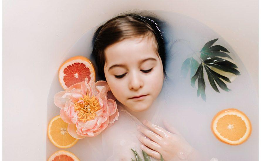 mia dans la lune, bain & fleurs, portrait